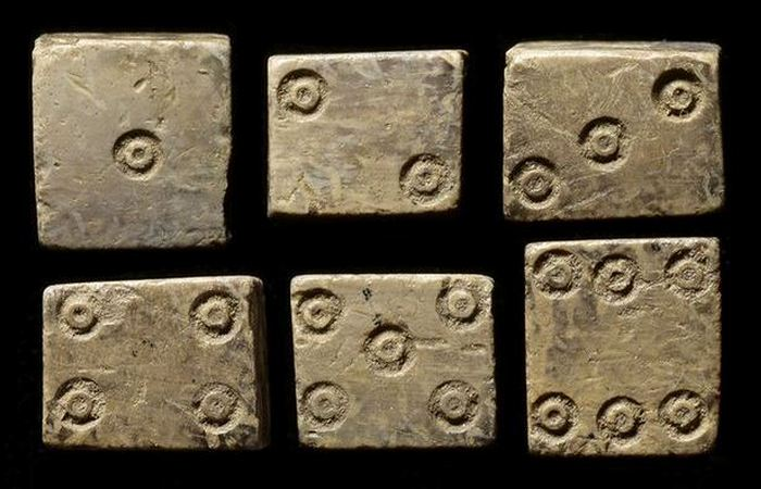 Кости, в которые играли древние./ Фото: vesti.ru